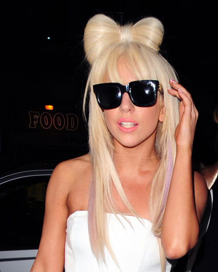 Lady_gaga_hair_bow_c